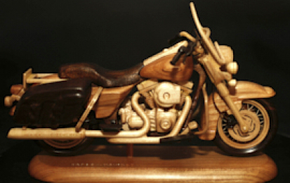 HARLEY-DAVIDSON ROAD KING CLASSIC WOOD SCALE MODEL